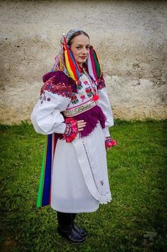 Folk Costume, Traditional Dresses, Plaid Scarf, Beautiful People, Keds, Travelling, Embroidery, Fashion, Culture