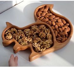 Wooden plate kids plate plate for kids baby gift wooden squirrel Squirrel oak plate baby shower gift kids décor kids meal Kitchen Cnc Projects, Woodworking Projects, Woodworking Shop, Animal Plates, Kids Plates, Wooden Plates, Paper Plates, Wood Toys, Kids Decor