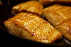 Je ne sais pas vous, mais j'ai parfois du mal à savoir quoi servir avec mon poisson. Avec cette recette, vous allez le voir, on peut transformer un basique morceau de saumon en repas complet, de préférence pour un soir. Le petit plus de cette recette : la cuisson vapeur. Pour moi : A tester.