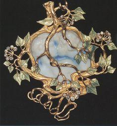 Lalique 1900 'Kiss' Pendant: ivory/ enamel/ gold/ diamonds.