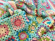 Granny squares blanket - beautiful colours!