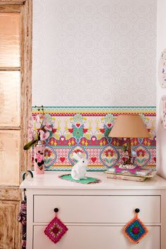Wallpapers by Catalina Estrada, bold personality. I just love it.
