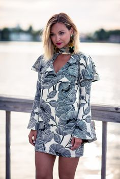 Printed mini dress with bell sleeves and chocker styled with messy hair and statement earrings in Miami.
