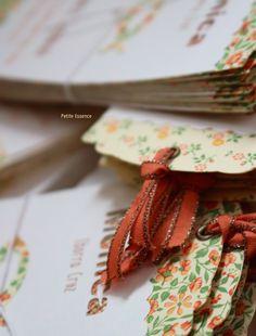 Recordatorios de Comunión con papeles de flores naranja