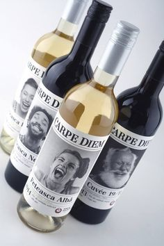 Voilà une #étiquette qui file la pêche ! L'idée de « Carpe Diem » est de saisir le moment présent et de s'adapter à un public constitué de jeunes gens menant une vie active et so busy. On constate une toute nouvelle approche bien loin des codes traditionnels utilisés pour les étiquettes de vin. Ici, on joue sur l'expression des émotions et on se retrouve face à des visages exaltés plein de vie qui nous tire forcément un sourire. Boire du vin c'est bien, mais avec le sourire c'est encore…