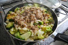 Die grüne Pfanne nummer zwei beinhaltete bei Ines Brokkoli, Weißkohl, Reis, Linsen und noch einiges anderes :)