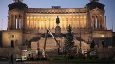 Stock Video Footage: Decorating The Christmas Tree - Rome, Piazza Venezia, Italy  $200