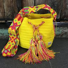Morral Maya flecos de Otomiartesanal Maya, Handmade Handbags, Boho Fashion, Womens Fashion, Tapestry Crochet, Pet Gifts, Straw Bag, Hand Weaving, Pouch