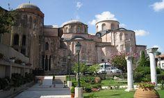 İstanbul'un Fatih ilçesinde yer alır. İmparator II.İoannes Komnenos'un eşi tarafından yaptırılmıştır. Tipik bir Orta Bizans eseri olan yapı Latin İstilası nedeniyle ancak 1136 yılında tamamlanabilmiştir. Pantokrator Manastırı olarak bilinen yapı, İstanbul'un fethinden sonra ilk medrese olarak kullanılmış sonraki yıllarda camii olarak kullanılmıştır.