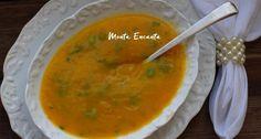 Sopa Creme de Legumes é uma sopa leve, saudável e muito fácil de fazer. Legumes cozidos e liquidificados, servido com fio de azeite cru e cebolinha fresca.