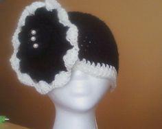 BLACK AND WHITE FLOWER HAT
