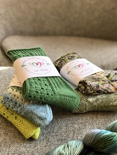 Mitten Gloves, Mittens, Thank You Mom Quotes, Knitting Projects, Knitting Socks, Diy, Crafts, Garne, Homework