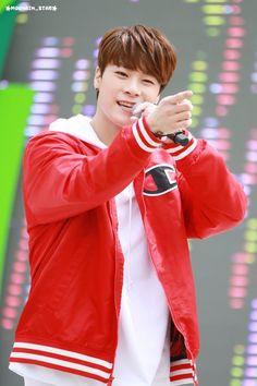 [23.04.16] Sharing Hope 1m 1won Charity Walk Event - MoonBin