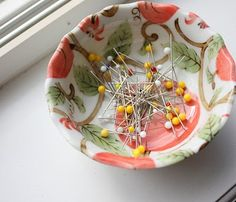 Magnetic pin bowl.  Definitely have to make one of these.  I have one of the plastic blue ones she talks about, LOL!