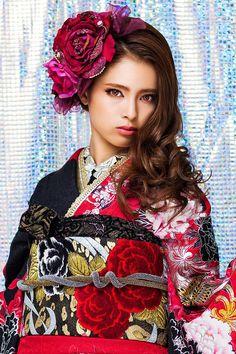 Ozaki Sayoko 尾崎紗代子 (Nuts model) for Princess Furisode : kimono collection catalog - 2014 Source : Takazen