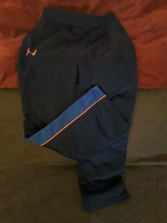 UNDER ARMOUR BOYS ATHLETIC BLACK OR GRAPHITE PANTS  WITH STRIPES 4//5//6//7 NWT
