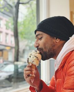 Vicky Kaushals picture with an ice-cream Bollywood Songs, Bollywood Actors, Bollywood Celebrities, Celebrity Gossip, Celebrity Crush, Celebrity News, Casual Day Outfits, Sr K, My First Crush