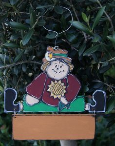 Small scarecrow hanging the door de la boutique LULdesign sur Etsy Boutique, Christmas Ornaments, Holiday Decor, Etsy, Home Decor, Warm Colors, Handmade Gifts, Fall, House