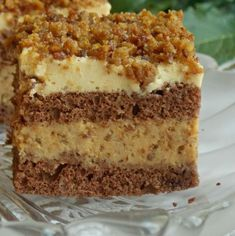 Prăjitură cu spumă de ness, cremă de vanilie şi nuci caramelizate • Gustoase.net Sweets Recipes, Cake Recipes, Cooking Recipes, Cookie Desserts, Easy Desserts, Romanian Desserts, Kolaci I Torte, Food Gifts, Dessert Bars