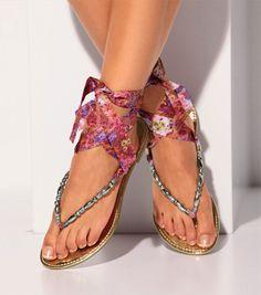 Sandalias con suela dorada y cintas #venca