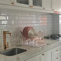 "5,055 Likes, 196 Comments - Apto 161 | por Mayara e Bruno (@apto161) on Instagram: ""Felicidade de adulto: Louça lavada, cozinha organizada ✌"""