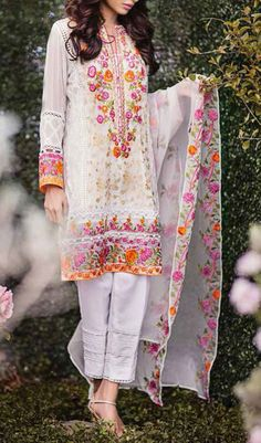Select from the best collection of Party Wear Salwar Suit at a decent budget. We have hundreds of designs of readymade party Salwar Kameez to choose from. Style Work, Mode Style, Pakistani Outfits, Indian Outfits, Vetements Clothing, Eastern Dresses, Pakistan Fashion, Desi Clothes, Mode Hijab
