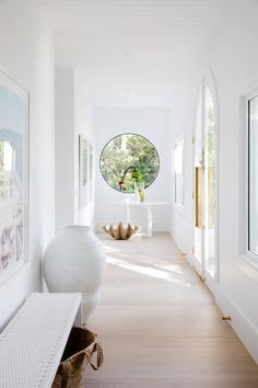 Wohnen Three Birds Renovations, House Round Window, Entryway Benefits Of An Adjustable Bed The b Interior Modern, Home Interior Design, Interior And Exterior, Interior Walls, White House Interior, Australian Interior Design, Coastal Interior, White Home Decor, Style At Home