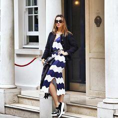 Só para continuar no mood do dia e matar um pouquinho a saudades de Londres!!! Vestido navy de tricô super charmoso da @anselmi e casaqueto @chanelofficial !!! Amo essa combinação!💙✨ #lookdaclau #malhasanselmi