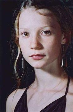 mia wasikowska #Australia #celebrities #MiaWasikowska Australian celebrity Mia…