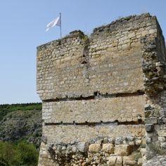 La citadelle Cherven – Bulgarie, ou Tcherven. C'est en descendant vers Veliko Tarnovo que l'on découvre cette magnifique cité en ruine, que l'on peut imaginer a sa grandeur passée