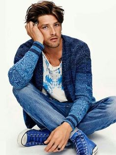 Amsterdams Blauw Resort Vinnie Woolston looks to be enjoying himself as he shows off the Resort 2015 collection from Amsterdams Blauw. The signature shade of blue found in the brand's native Amsterdam has never been a Scotch And Soda, Stylish Men, Men Casual, Blue High Tops, Blue Crew, Herren Outfit, Men Looks, Swagg, Shoes