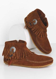 Minnetonka Concho Feather Moccasin  cute & comfy looking