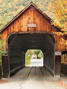 Books and Benches: A Walk Through Vermont: Woodstock and Quechee Old Bridges, Over The River, Old Barns, Covered Bridges, Farm Life, Country Living, Bedroom Country, New England, Beautiful Places