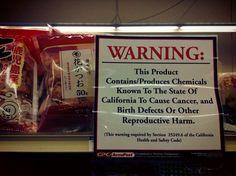 アメリカの日系スーパーで日本産の食材だけにはられている警告文『これらの商品には癌や奇形児の原因となる物質、その他有害物質が含まれています』日本の安全対策がおかしい事に気付いて欲しい。