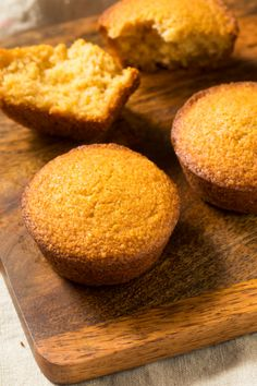 Super easy and quick, Honey Cornbread Muffins is the classic bread side for Southerners. #cornbread #muffins #cornbreadmuffins #recipe #callmepmc