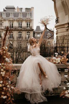 6 destinos para Elopement Wedding fora do Brasil | Aonde Casar Destination Wedding Wedding Dress Train, Wedding Gowns, Corsage, Satin Rose, The Blushed Nudes, Lace Ribbon, Discount Dresses, Dream Dress, Bridal Collection
