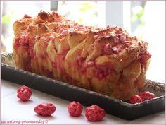 "Variations Gourmandes: Brioche à effeuiller aux pralines pour voir la vie ""en rose"" (Pull-Apart Bread with pralines : see life ""in pink"")"