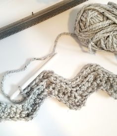 DIY chunky blanket, free crochet blanket pattern, chunky yarn baby blanket, simple crochet pattern, easy crochet blanket, yarn pattern, cozy baby blanket, baby shower gift, handmade baby gift, free crochet blanket pattern, simple crochet blanket, beginner crochet blanket.