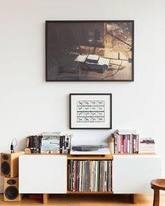 O amor pelos discos de vinil voltou há muito tempo. De grande valor emocional, os LPs são passados de pais para filhos, que depois de herdarem os discos que marcaram a infância, iniciam coleções próprias: de clássicos, raridades e até de bandas mais atuais. Se você coleciona discos de vinil, conhece o desafio de guardá-losLeia mais