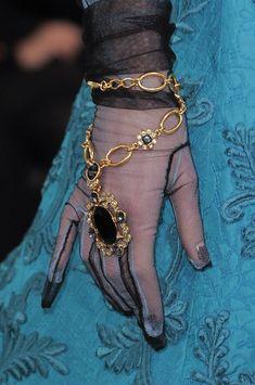 Oscar de la Renta at New York Fashion Week Fall 2013 Bracelet Gloves Hand Accessories, Fashion Accessories, New York Fashion, Paris Fashion, Fall Fashion, Elegant Gloves, Gloves Fashion, Fashion Details, Fashion Design