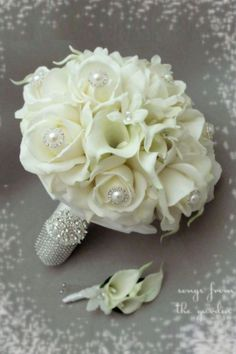 Brooch Wedding Bouquets That Will Excite You ❤ See more: http://www.weddingforward.com/brooch-wedding-bouquets/ #weddings #weddingbouquets