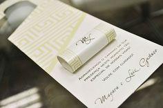 Essa é uma forma especial de agradecer a presença dos convidados é colocar tags no  retrovisor dos carros deles com monóculos, pirulito, bala, creme, chocolate e mensagens dos noivos.