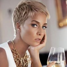 Today we have the most stylish 86 Cute Short Pixie Haircuts. We claim that you have never seen such elegant and eye-catching short hairstyles before. Pixie haircut, of course, offers a lot of options for the hair of the ladies'… Continue Reading → Thin Hair Cuts, Short Thin Hair, Short Hair Cuts For Women, Short Blonde Haircuts, Haircuts For Fine Hair, Hairstyles Haircuts, Blonde Pixie Hairstyles, Blonde Pixie Haircut, Short Blonde Pixie