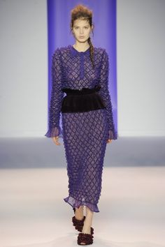 See the complete Marco de Vincenzo Fall 2016 Ready-to-Wear collection.