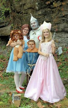 HALLOWEEN,  Halloween Family, Halloween Costumes, Halloween Family Costume Ideas, Wizard of Oz,  Family of 5, Halloween