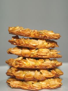 Almond Orange Florentines - you only need four ingredients to make these easy Almond and Orange Florentines. These florentines are so delicious and addictive and I definitely will be baking this again! Healthy Cookie Recipes, Healthy Cookies, Yummy Cookies, Baking Recipes, Healthy Snacks, Snack Recipes, Dessert Recipes, Cookies Kids, Protein Cookies