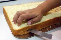 Se você precisa fazer um bolo bem fofinho para usar como base para qualquer recheio. Como Fazer Bolo de Pão de Ló bem Fofinho.