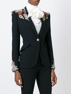 35 Ideas Fashion Design Inspiration Haute Couture Alexander Mcqueen For 2019 Suit Fashion, Look Fashion, Fashion Outfits, Womens Fashion, Fashion Design, Blazers For Women, Suits For Women, Clothes For Women, Embroidery Fashion