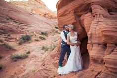 one of my favourite local photographers - and one of the best wedding pics I've ever seen! Valley of Fire Las Vegas Wedding | justinerussoblog.com