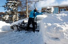 Cars in Montreal buried following record snowfall (Photo: Christinne Muschi / Reuters)